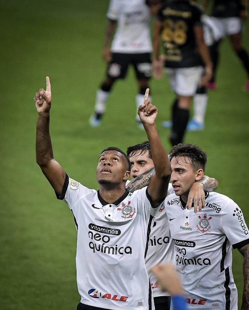 """Léo Natel se vê como """"falso 9"""" e festeja troca de posição no Corinthians: """"Curtindo muito"""""""